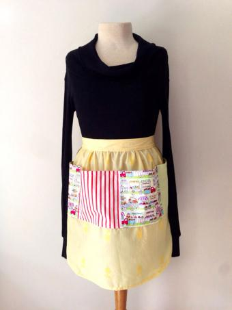 Half length apron with pockets