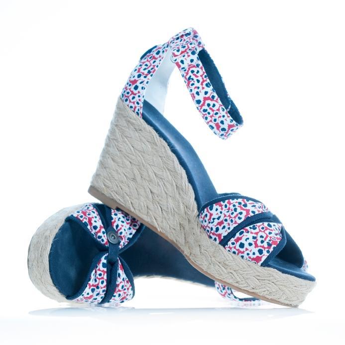 https://cf.ltkcdn.net/shoes/images/slide/155510-693x693r1-espadrille-platforms-sandals.jpg