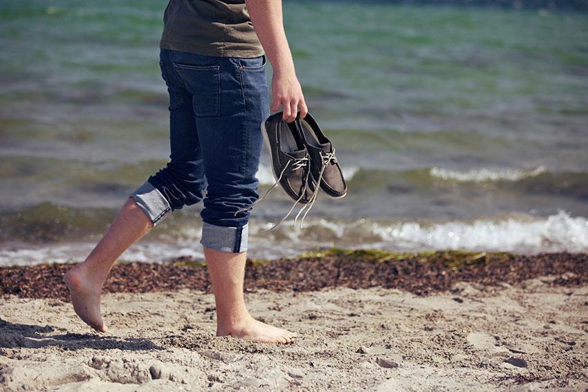 https://cf.ltkcdn.net/shoes/images/slide/187206-850x567-Mens-Summer-Shoes.jpg