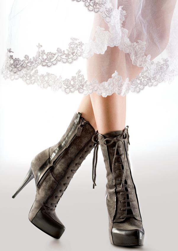https://cf.ltkcdn.net/shoes/images/slide/198417-602x850-stiletto3_lacescrop.jpg