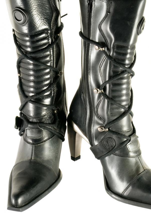 https://cf.ltkcdn.net/shoes/images/slide/198421-602x850-stiletto7_altnew.jpg
