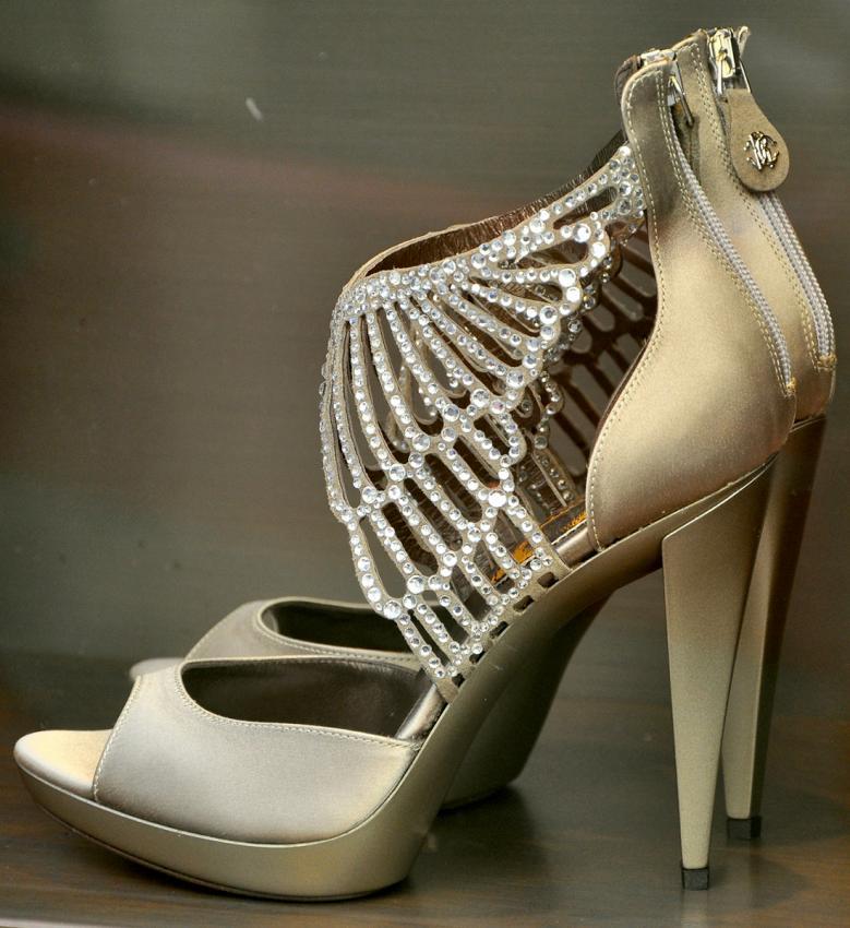 https://cf.ltkcdn.net/shoes/images/slide/198775-779x850-dressy8_metalliccrop.jpg