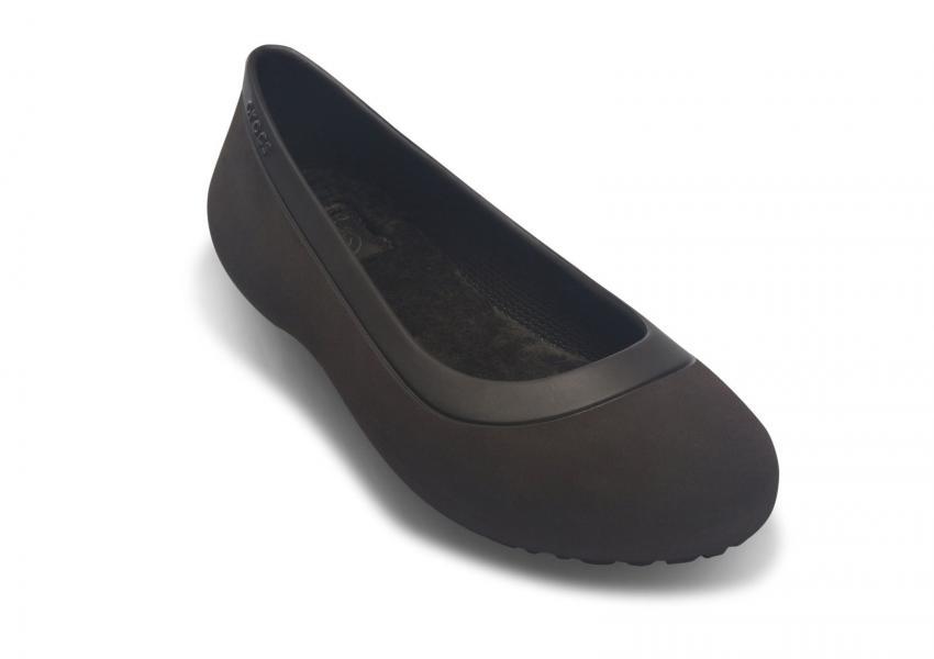https://cf.ltkcdn.net/shoes/images/slide/207542-850x600-Crocs-Mammoth-Flat-Black.jpg