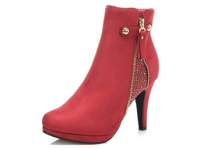 https://cf.ltkcdn.net/shoes/images/slide/209390-850x600-Dream-Pairs-Cecile-Chic-Rhinestone-Stud-Boot.jpg