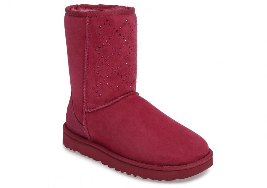 https://cf.ltkcdn.net/shoes/images/slide/209562-850x600-UGG-Classic-Short-Crystal-Genuine-Shearling-Lined-Boot.jpg