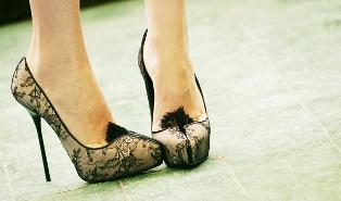 https://cf.ltkcdn.net/shoes/images/slide/27942-314x185-celeb2.jpg