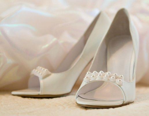 https://cf.ltkcdn.net/shoes/images/slide/28118-516x400-wedshoe16.jpg