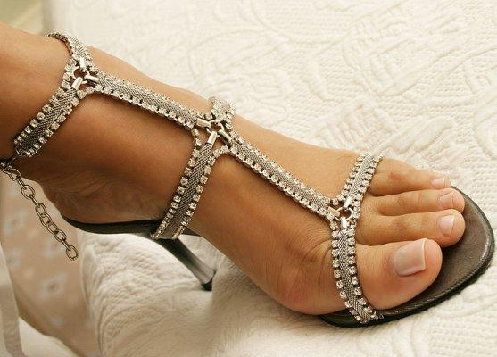 https://cf.ltkcdn.net/shoes/images/slide/28126-557x400-wedshoe17.jpg