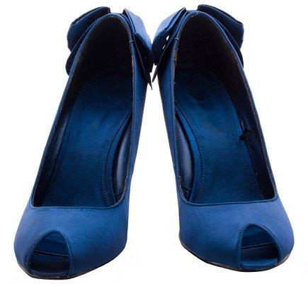 https://cf.ltkcdn.net/shoes/images/slide/28128-435x400-wedshoe12.jpg