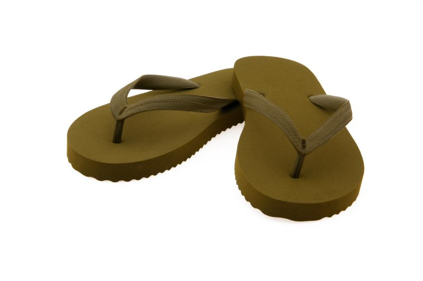 https://cf.ltkcdn.net/shoes/images/slide/28152-850x565-OliveFlipFlops.jpg