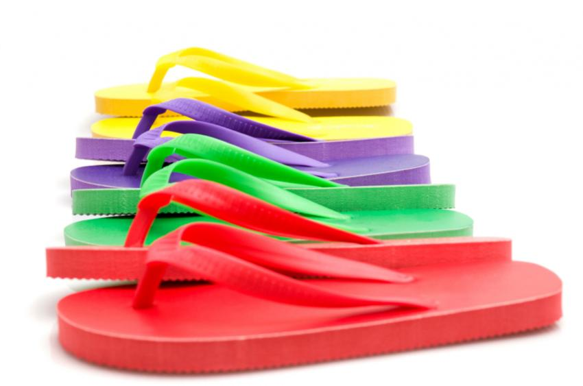 https://cf.ltkcdn.net/shoes/images/slide/28154-850x563-ColorfulFlipFlops.jpg