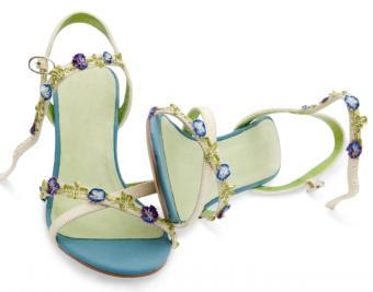 https://cf.ltkcdn.net/shoes/images/slide/136141-720x565r1-blue-bridal-shoes2.jpg