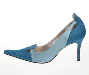 https://cf.ltkcdn.net/shoes/images/slide/136146-669x565r1-blue-bridal-shoes7.jpg