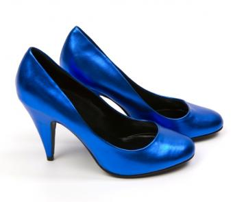 https://cf.ltkcdn.net/shoes/images/slide/136147-614x533r1-blue-bridal-shoes8.jpg