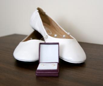 https://cf.ltkcdn.net/shoes/images/slide/136513-712x594r1-beach-wedding-shoes-5.jpg