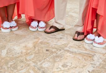 https://cf.ltkcdn.net/shoes/images/slide/136518-761x523r1-beach-wedding-shoes-10.jpg
