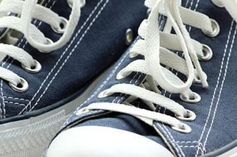 https://cf.ltkcdn.net/shoes/images/slide/145647-425x282-straitlaces.jpg