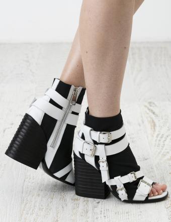 https://cf.ltkcdn.net/shoes/images/slide/197416-654x850-shoes6_bucklescrop.jpg