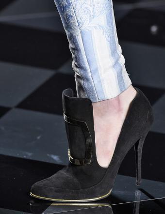 https://cf.ltkcdn.net/shoes/images/slide/197833-654x850-fall8_blackcrop.jpg