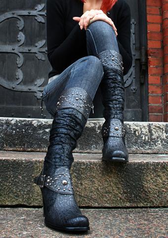 https://cf.ltkcdn.net/shoes/images/slide/198416-602x850-stiletto2_embellishcrop.jpg