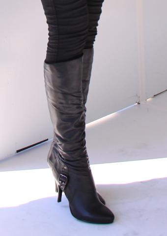 https://cf.ltkcdn.net/shoes/images/slide/198423-602x850-stiletto8_runchingcrop.jpg