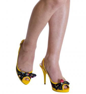 https://cf.ltkcdn.net/shoes/images/slide/198771-779x850-dressy4_playfulcrop.jpg