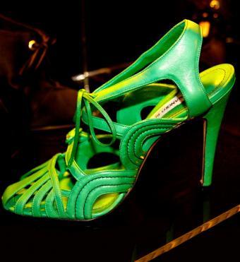 https://cf.ltkcdn.net/shoes/images/slide/198780-779x850-dressy911_boldcrop.jpg
