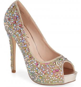 https://cf.ltkcdn.net/shoes/images/slide/202209-791x850-shoe13.jpg