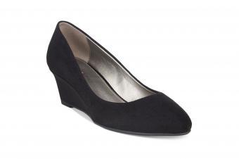 https://cf.ltkcdn.net/shoes/images/slide/207258-850x566-bandolino-franci-wedge-pumps.jpg