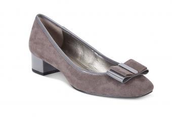 https://cf.ltkcdn.net/shoes/images/slide/207543-850x600--Bandolino-Ximena-Block-Heel-Pumps.jpg