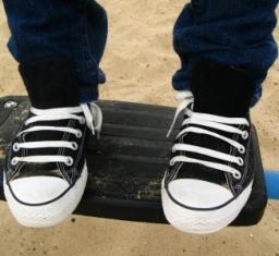 https://cf.ltkcdn.net/shoes/images/slide/28024-256x235-straight-lace5.jpg