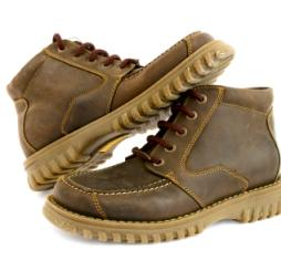 https://cf.ltkcdn.net/shoes/images/slide/28027-254x235-straigh-lace-8.jpg