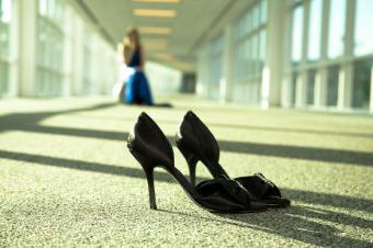https://cf.ltkcdn.net/shoes/images/slide/28040-849x565-BlackPromShoes.jpg