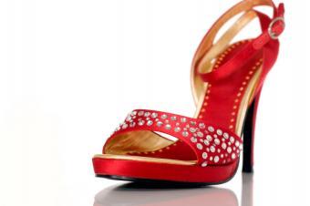 https://cf.ltkcdn.net/shoes/images/slide/28044-849x565-ElegantRedShoe.jpg
