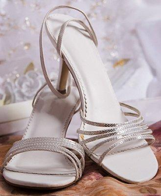https://cf.ltkcdn.net/shoes/images/slide/28119-329x400-wedshoe11.jpg