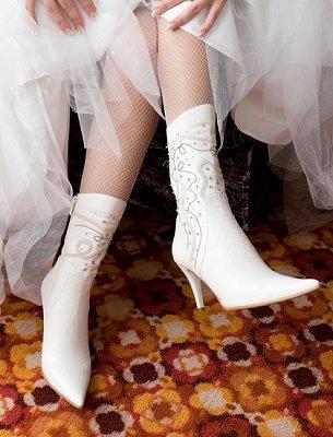 https://cf.ltkcdn.net/shoes/images/slide/28125-305x400-wedshoe14.jpg