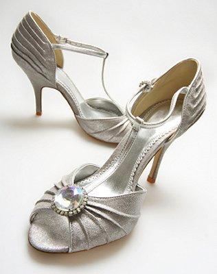 https://cf.ltkcdn.net/shoes/images/slide/28127-316x400-wedshoe5.jpg