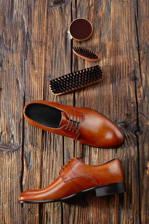 Shoe polishing supplies