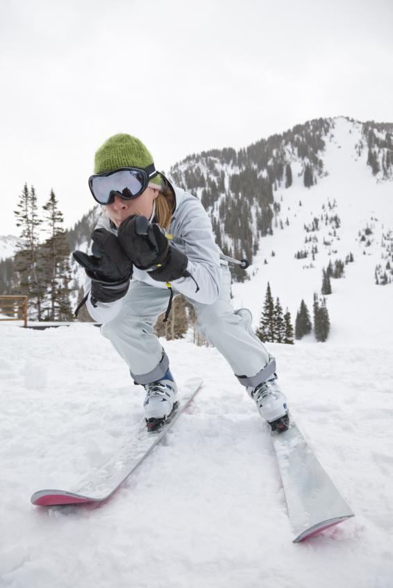 https://cf.ltkcdn.net/ski/images/slide/1084-566x848-SnowSkiApp1.jpg