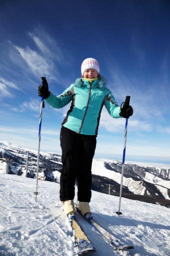 https://cf.ltkcdn.net/ski/images/slide/1050-565x850-ski-woman.jpg
