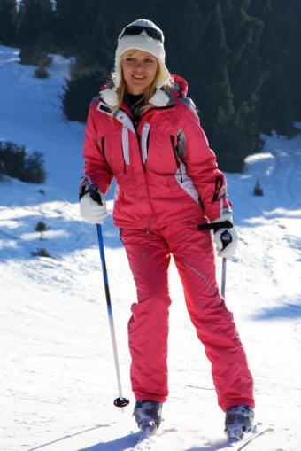 https://cf.ltkcdn.net/ski/images/slide/1051-566x848-pink-ski-girl.jpg