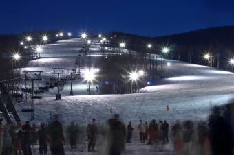https://cf.ltkcdn.net/ski/images/slide/1076-849x565-Night-Skiing.jpg