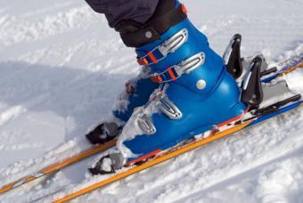 https://cf.ltkcdn.net/ski/images/slide/143530-847x567r1-Ski-boots.jpg