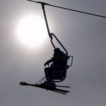 https://cf.ltkcdn.net/ski/images/slide/234823-850x850-2-skier-silhouette.jpg