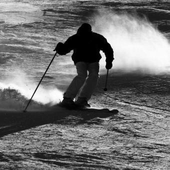 https://cf.ltkcdn.net/ski/images/slide/234831-850x850-9-skier-silhouette.jpg