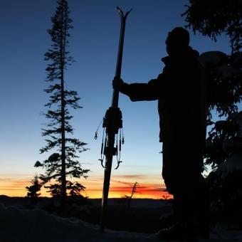 https://cf.ltkcdn.net/ski/images/slide/234832-850x850-10-skier-silhouette.jpg
