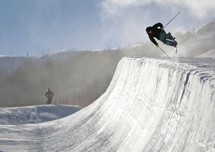 Halfpipe skiing