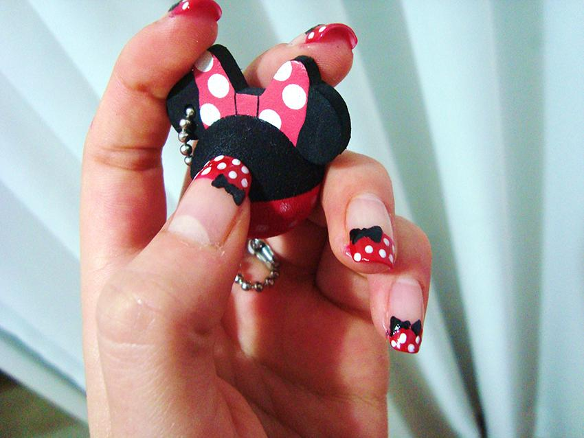 https://cf.ltkcdn.net/skincare/images/slide/178068-850x638-Minnie-Mouse-Nail-Art.jpg