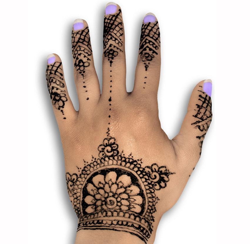 https://cf.ltkcdn.net/skincare/images/slide/184163-850x832-manicure-with-henna.jpg