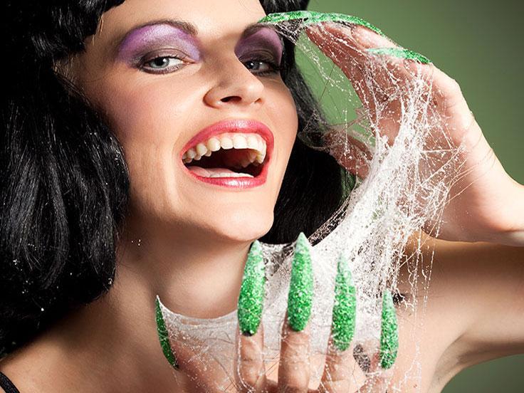 https://cf.ltkcdn.net/skincare/images/slide/187225-736x552-Green-Halloween-Nail-Art.jpg